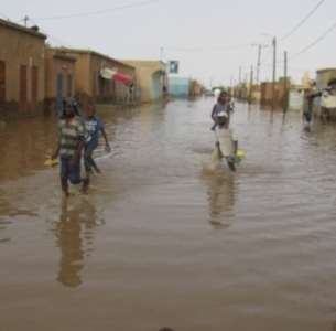 A photo of water flooding the 'Road of Hope' in Aleg published by Alegcom blog.