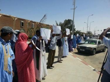 سلسلة بشرية على طول شارع جمال عبد الناصر