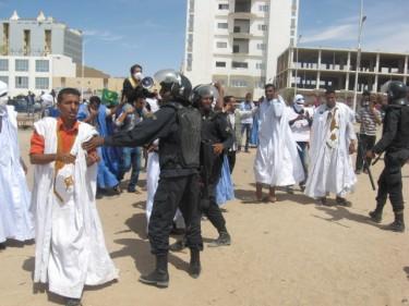 صورة من نشاط 25 فبراير نشرها الناشط محمد الامين العالم على فيسبوك ومن تصوير الشيخ باي