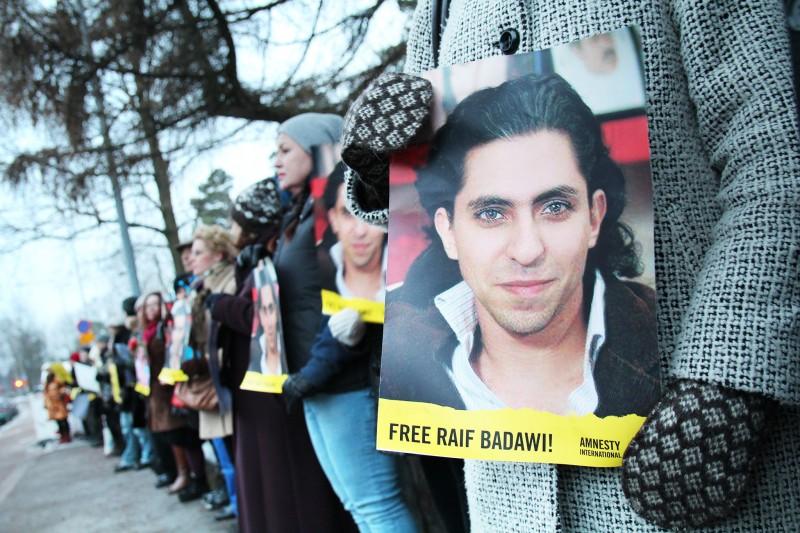 مظاهرة مطالبة بالإفراج عن رائف البدوي. الصورة من حساب منظمة العفو الدولية على فليكر. مستخدمة تحت رخصة المشاع الإبداعي.