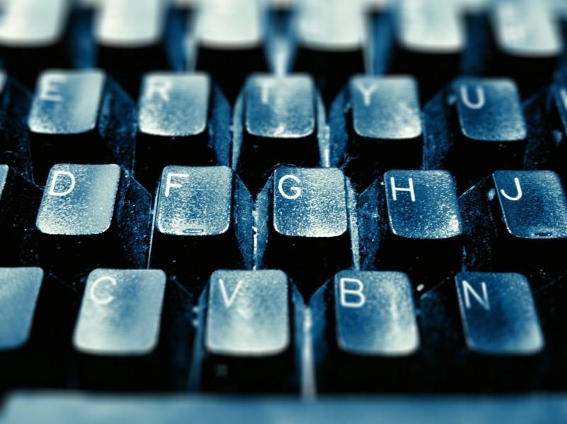 لوحة مفاتيح، تصوير مارسي كازاس على فليكر. مستخدمة تحت رخصة المشاع الإبداعي النسخة الثانية