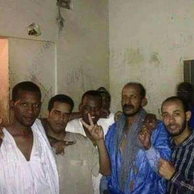 صورة من النشطاء الخمسة داخل معتقلهم، نشرها الناشط سيدي ولد محمد لمين